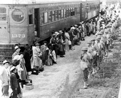 1942. Amerikai japánok kitelepítése arizonai táborokba..jpg