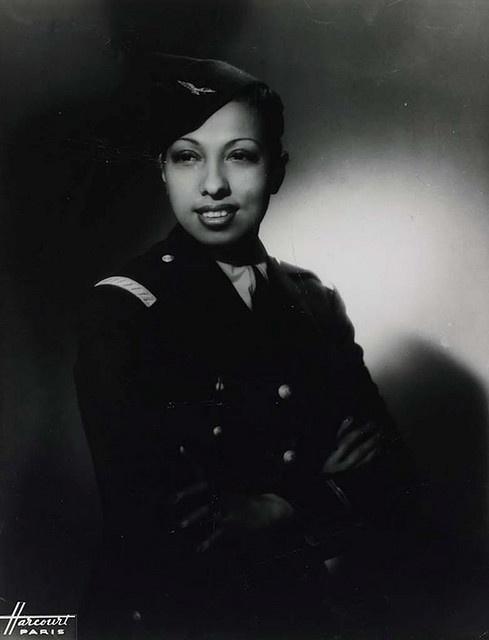 1946. Josephine Baker francia származású táncosnő a francia hadsereg vöröskeresztes osztagánál szolgált..jpg