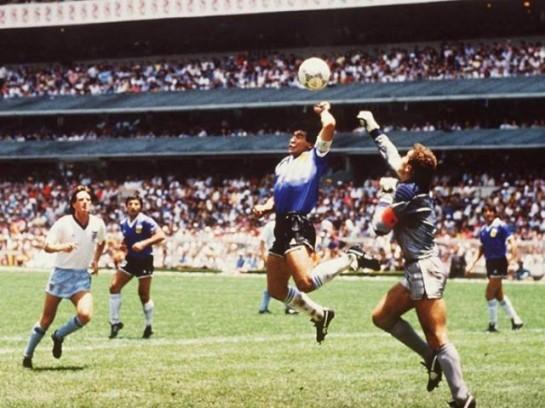 1986. Maradona híres kezesgólja az angolok ellen.jpg