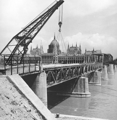 1960. A Kossuth-híd bontása..jpg