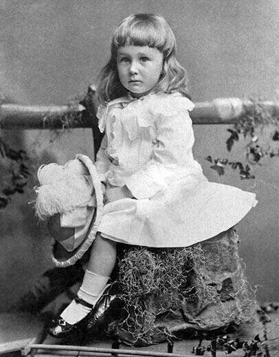 1884. Ez a szép kislány itt Franklin D. Roosevelt a későbbi amerikai elnök két éves korában..jpg