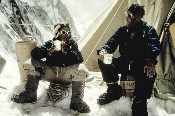 1953. Tenzing Norgay és Edmund Hilary a Mount Everest-en.jpg