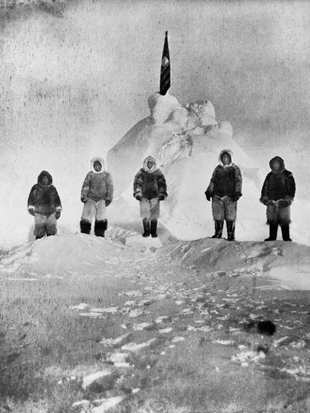 1909. Robert Peary először az északi sarkon. Valószínűleg attól 8 kilométerre voltak a hiányos mérési adatoknak köszönhetően..jpg