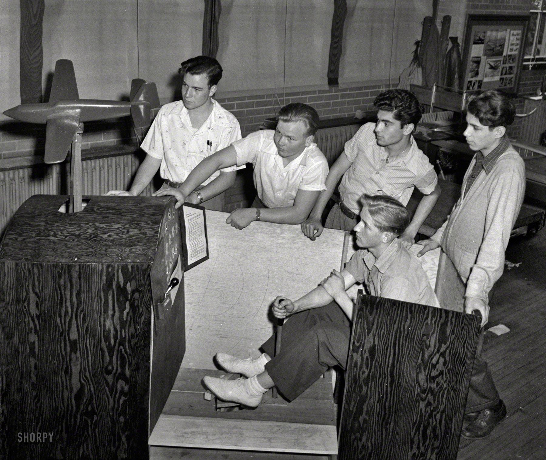 1942. Repülőgép szimulátor.jpg