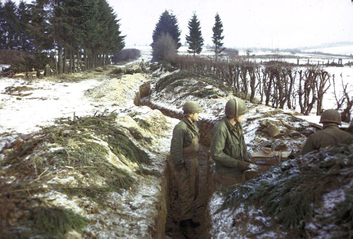 1944. Amerikai csapatok az Ardennekben..jpg