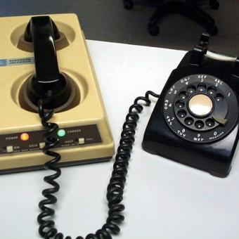 1981. Akusztikus modem az első IP alapú hálózathoz az ARPANET-hez használták, ami a Védelmi minisztérium által létrehozott egyetemi hálózat volt..jpeg