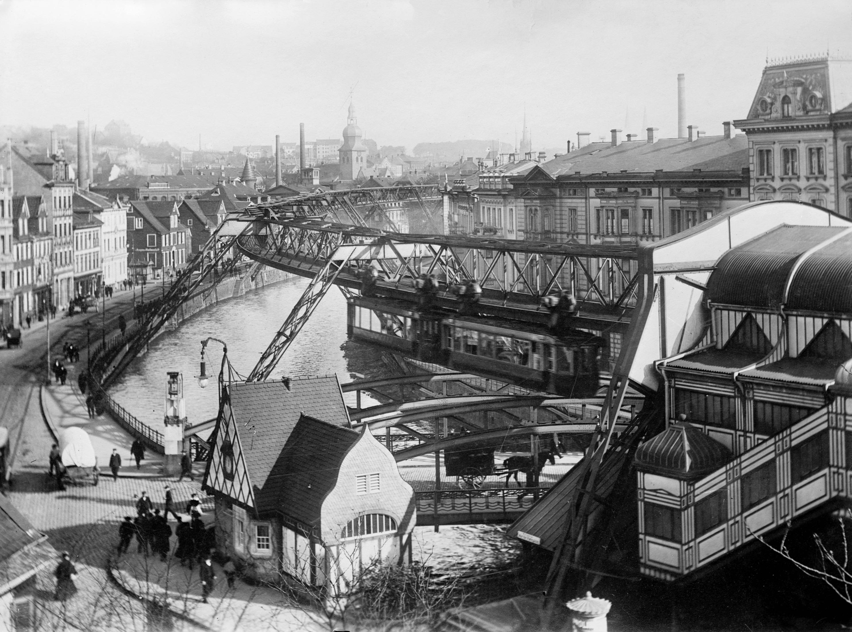 1913. Wuppertali függővasút..jpg