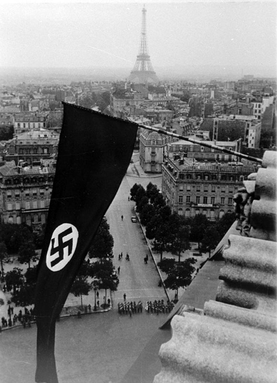 1942. A megszállt Párizs..jpg