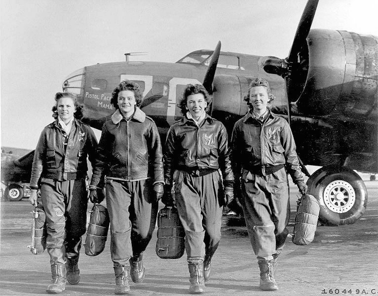 1944. Női B-17-es bombázópilóták..jpg