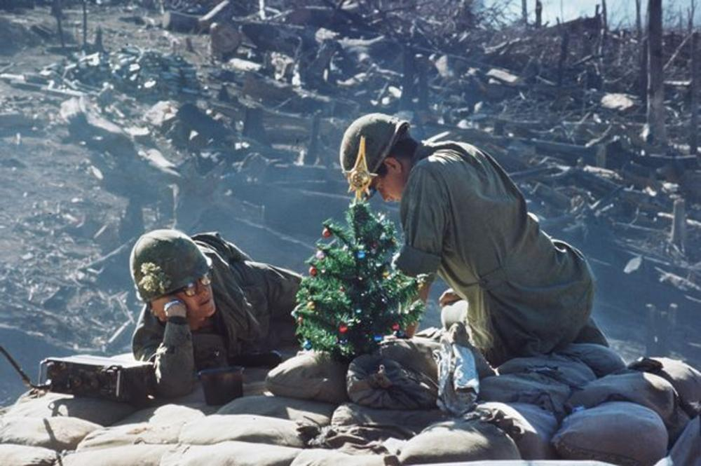 1967. Vietnami karácsony a Hill-875 harcállásponton..jpg
