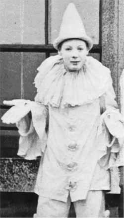 1893. Churchill, mint Piero egy jelmezbálon..jpg
