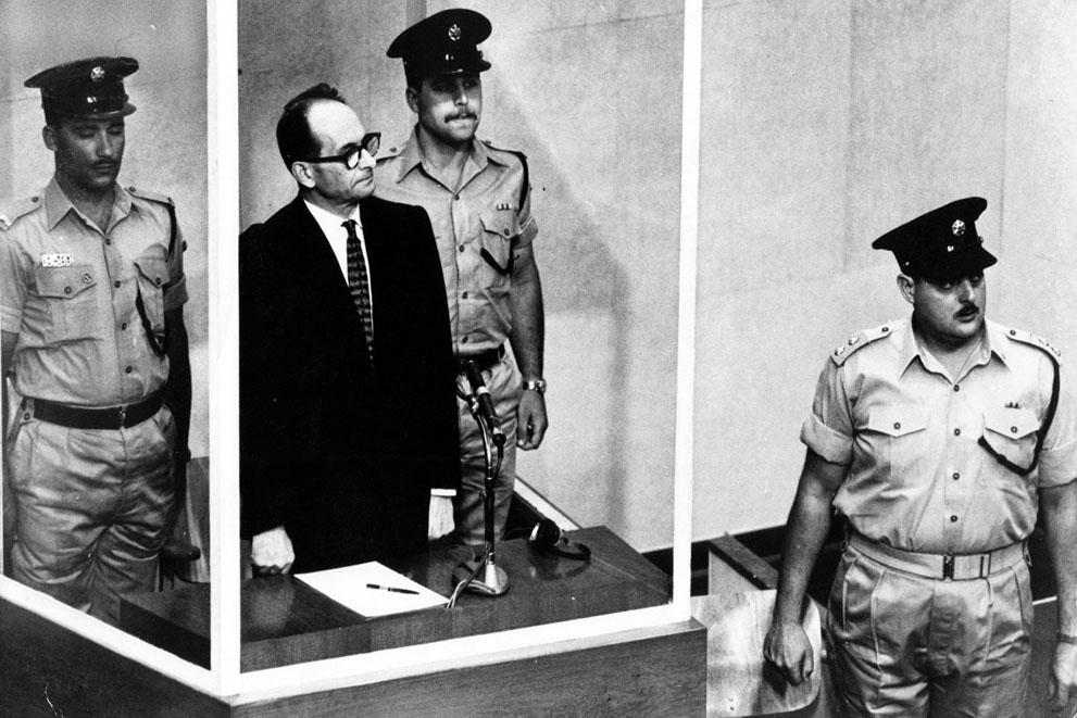 1962. Adolf Eichmann, náci háborús bűnös pere Izraelben..jpg