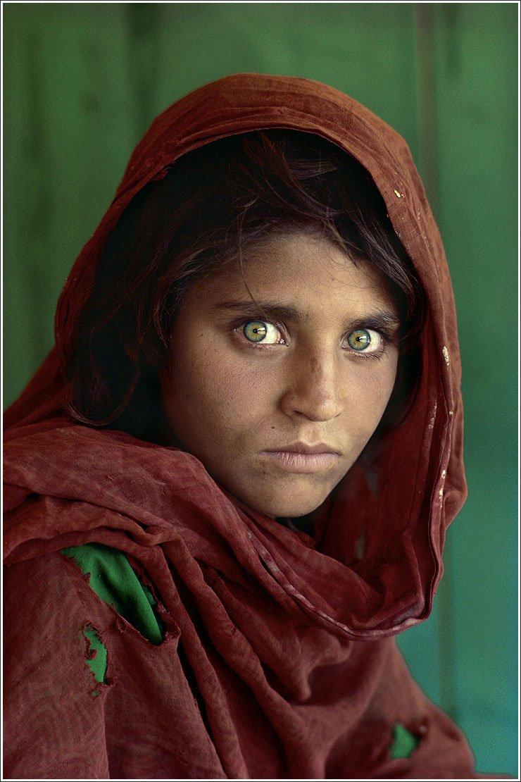 1984. Steve McCurry leghíresebb fotója a NatGeo részére. Az afgán lány..jpg