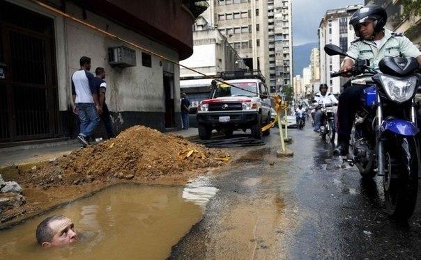 2009. Venezuela. Elhivatott vízvezetékszerelő..jpg