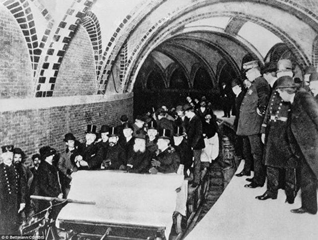 1904. Az első utasok a new york-i földalattin..jpg