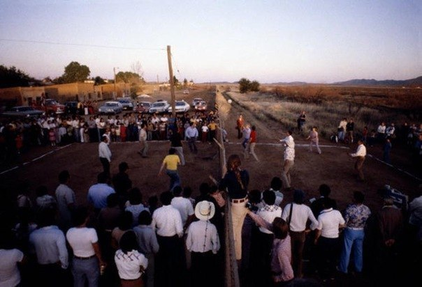 1979. Mexikó-USA. Röplabdameccs a határ két oldalán..jpg
