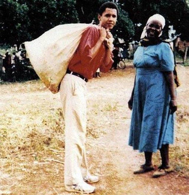 1994. Barack Obama, későbbi USA elnök segít nagyanyjának Kenyában.jpg