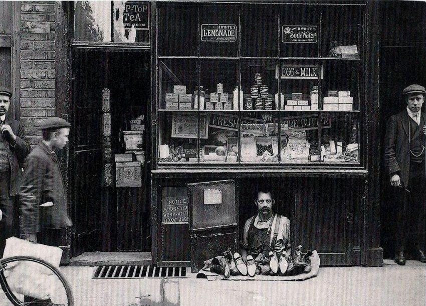 1900. A legkisebb üzlet Londonban..jpg