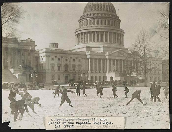 1921. Republikánusok a demokraták ellen hógolyóval..jpg