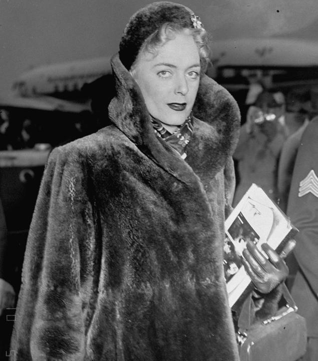 1952. Christine Jorgensen az első sebészeti nemátalakításon átesett ember..jpg
