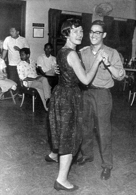 1958. Hong-Kong.Bruce-Lee megnyerte a cha-cha-cha táncversenyt. Nemsokkal később döntötte el, hogy kung-fuzni fog..jpg