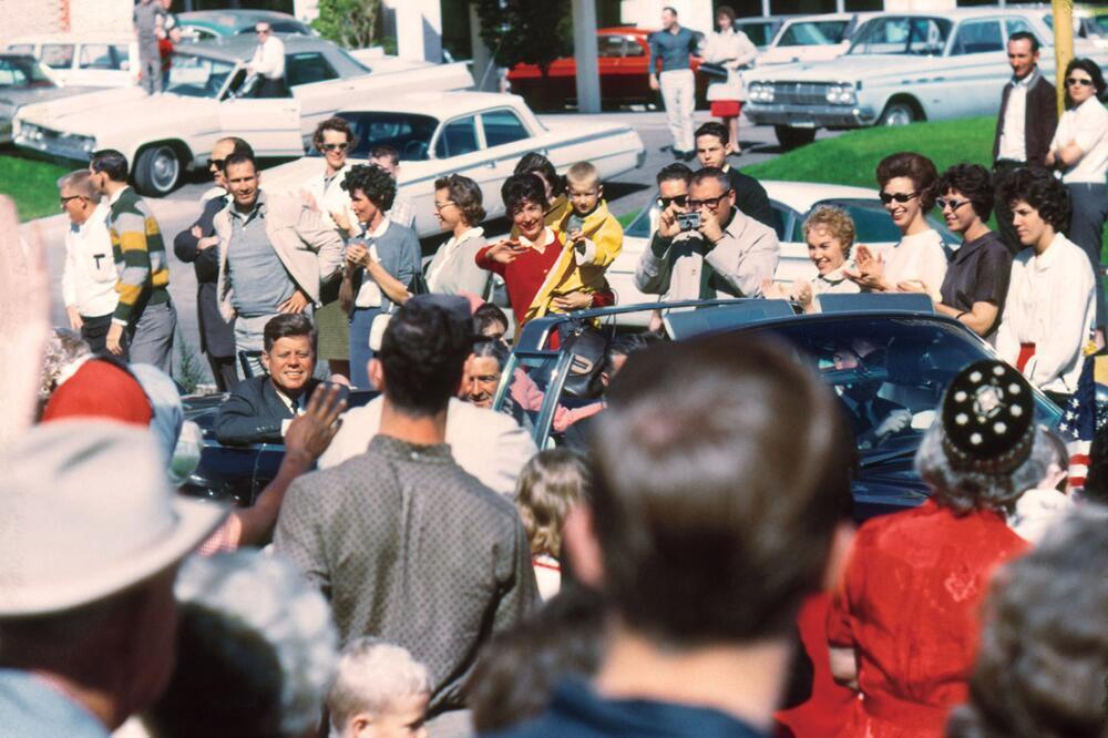 1963. Egy másodperccel az első lövés előtt készült kép..jpg
