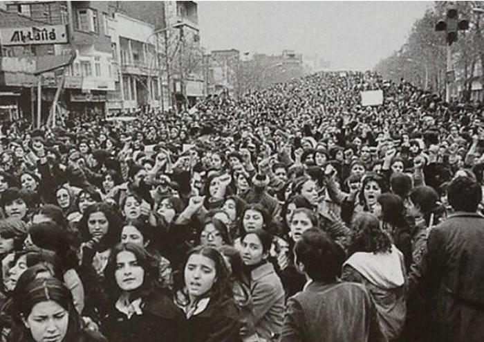 1979. Iráni nők tiltakoznak a hidzsáb bevezetése ellen..jpg