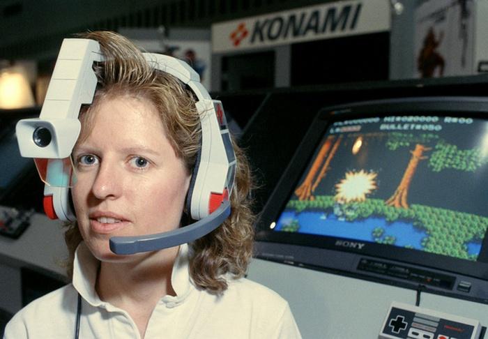 1990. A Konami LaserScope-ja amit a chicago-i CES-en mutattak be és Nintendo kiegészítő volt..jpg