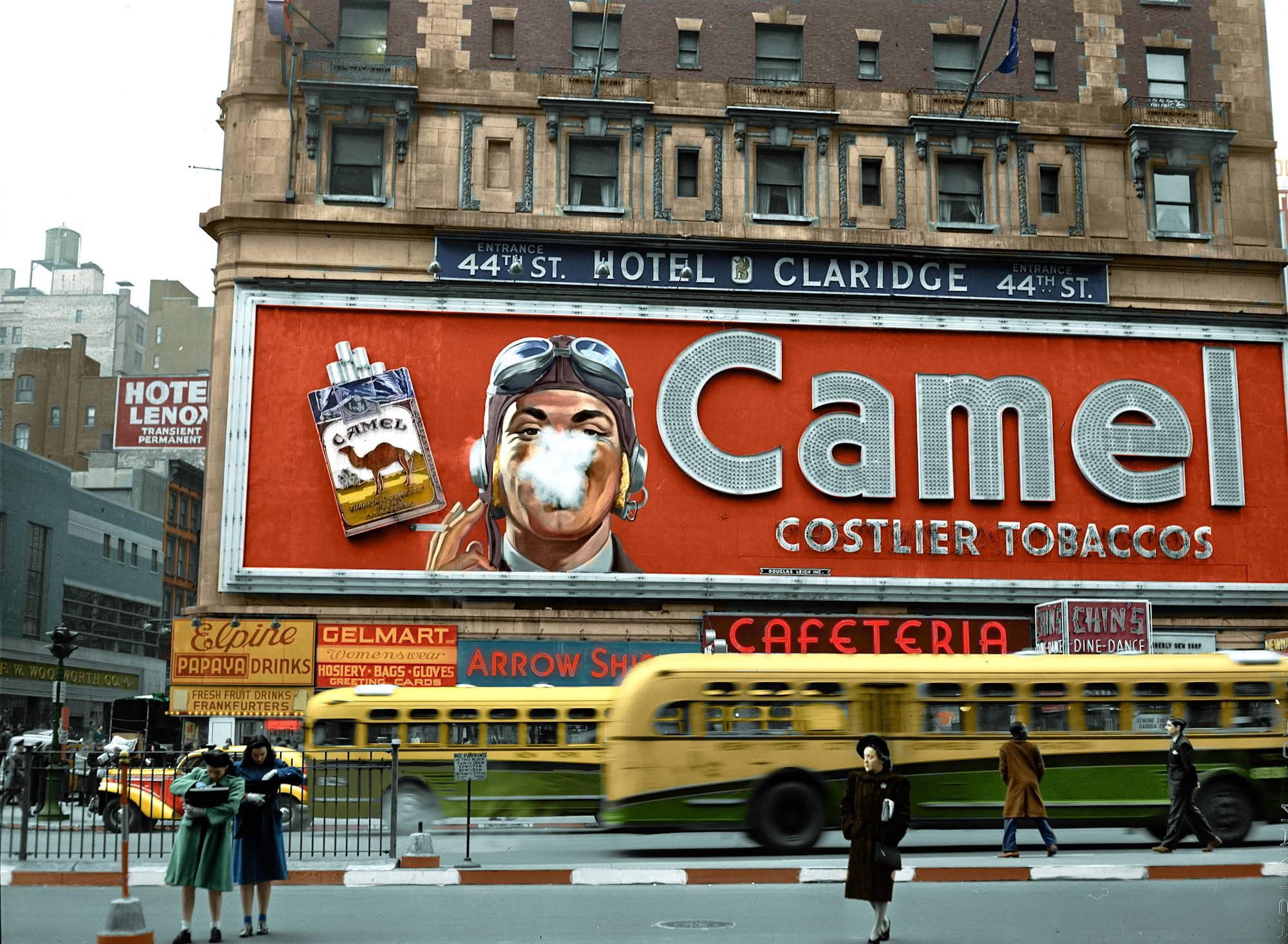 1943. Times Square.jpg