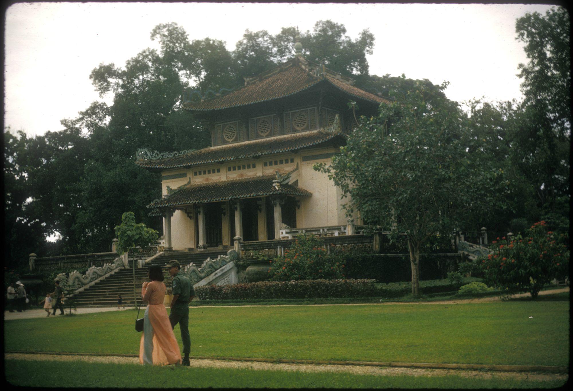 1966. Katona randevún a saigoni botanikus kertben. Dél-Vietnam..jpg