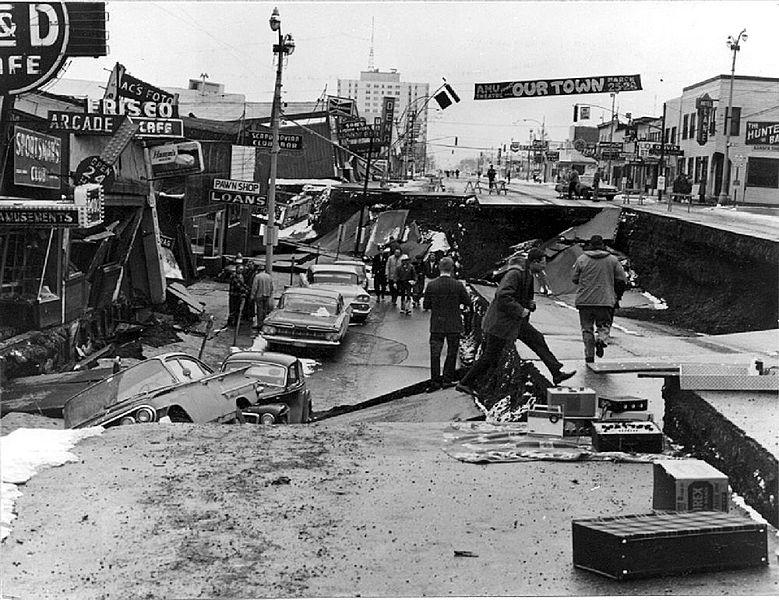 1964. Anchorage, Alaszka. A Fourth Avenue, a világ második legerősebb regisztrált földrengése után az ún. Good Friday napon..jpg