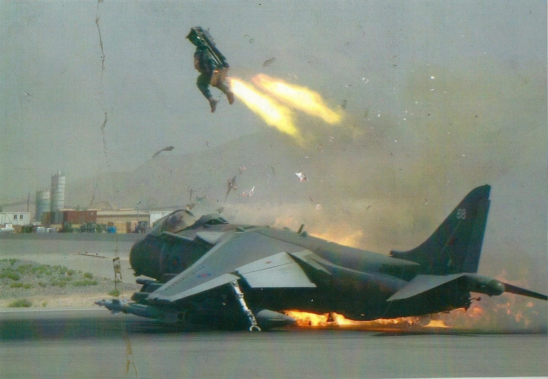 2009. Kandahári légibázis. Egy Harrierből az utolsó pillanatban katapultál a pilótája..jpg