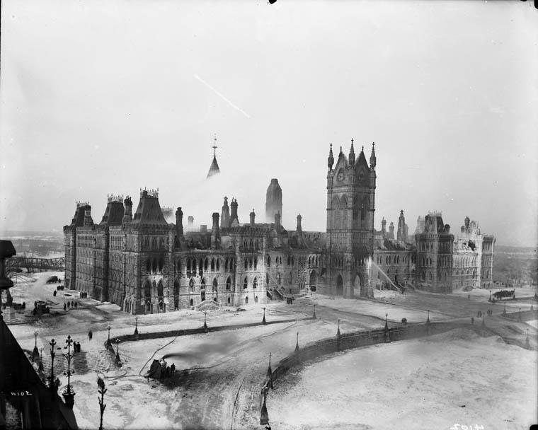 1916. Tűz a kanadai parlamentben..jpg