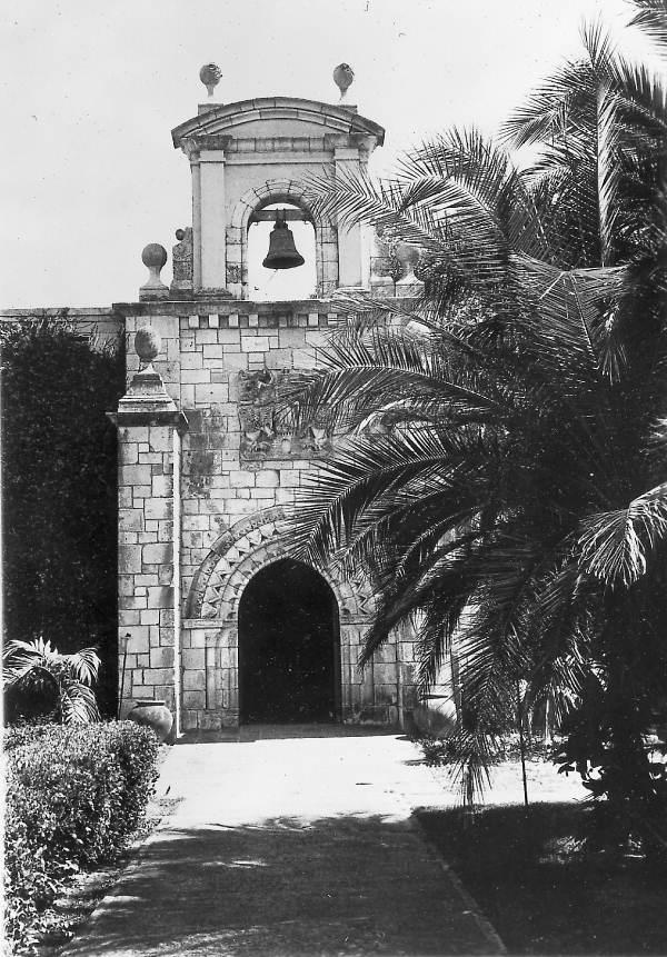 1951. 1141-ben épült spanyol monostor. Eladták, szétszedték és az USA-ba szállították. Új tulajdonosa Miamiban állíttatta újra össze..jpg