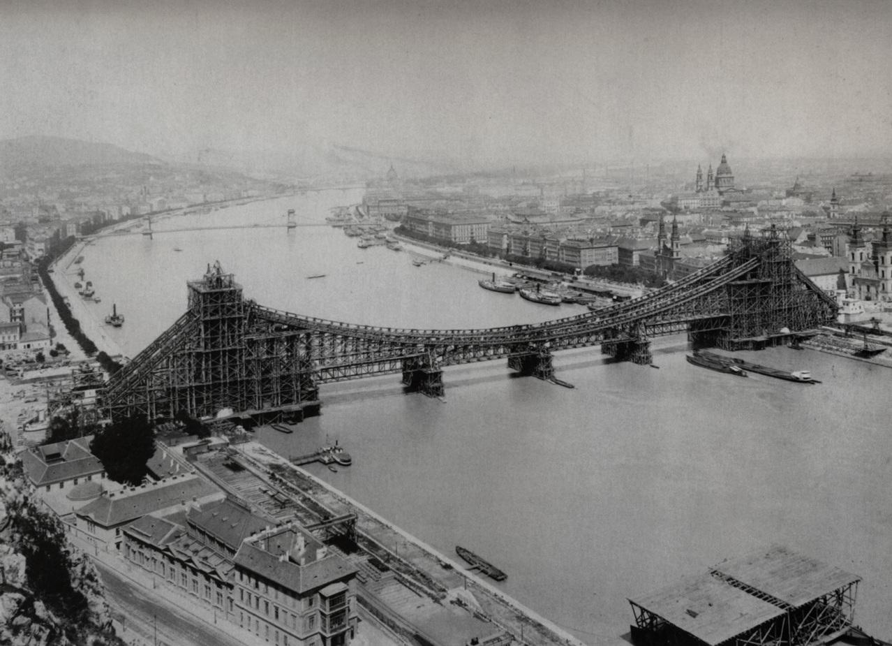 1900-1901. Dunai látkép a Gellérthegyről, az épülő Erzsébet-híddal.jpg