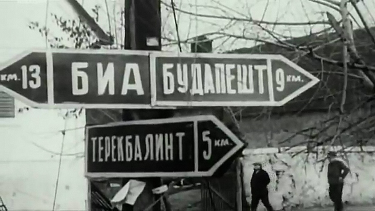 1944. Bia, Budapest, Törökbálint. Orosz nyelvű útjelző táblák Budapest közelében, a körülzárt főváros ostroma idején..jpg