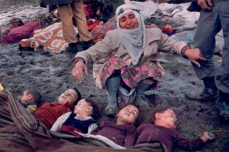1983. Törökországi földrengés gyermekáldozatai..jpg