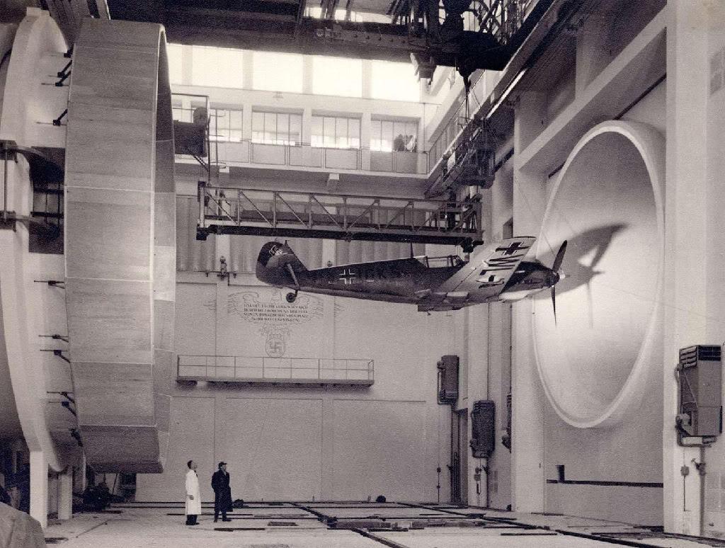 1936 körül. Messerschmitt Bf 109 szélcsatorna tesztje az Adlershof komplexumban, Németországban..jpg