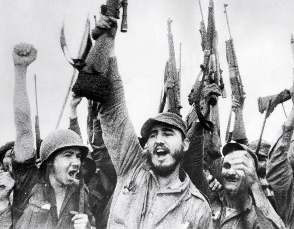 1961. Fidel és Raúl Castro ünnepli a Disznó-öböl-beli győzelmet..jpg