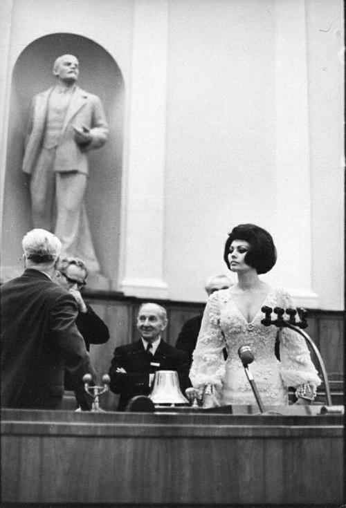 1965. Sophia Loren a moszkvai Kremlben..jpg