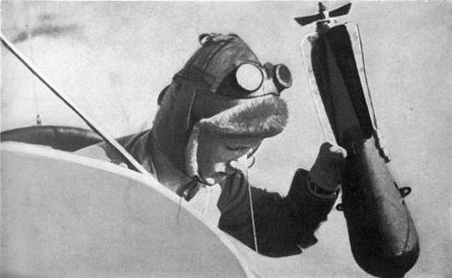 1917. Az első bombázók egyike..jpg