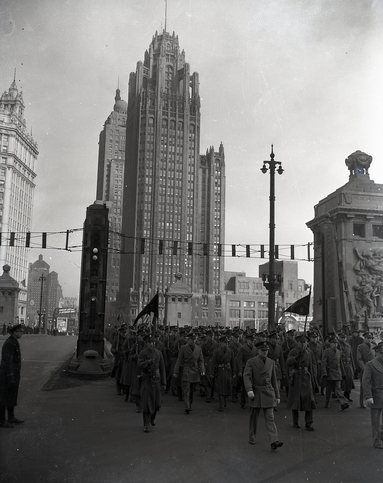 1943. Katonák menete a Michigan Avenue-n. Chicago..jpg