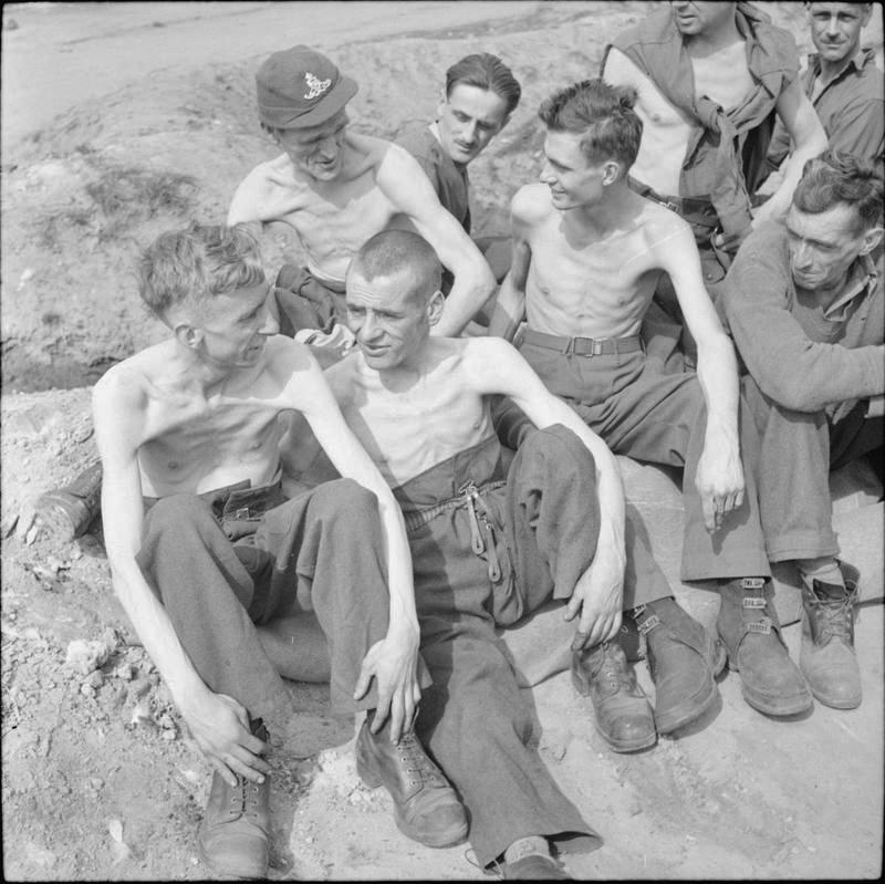 1945. április. Fallingbosteli hadifogolytáborból kiszabadított foglyok..jpg