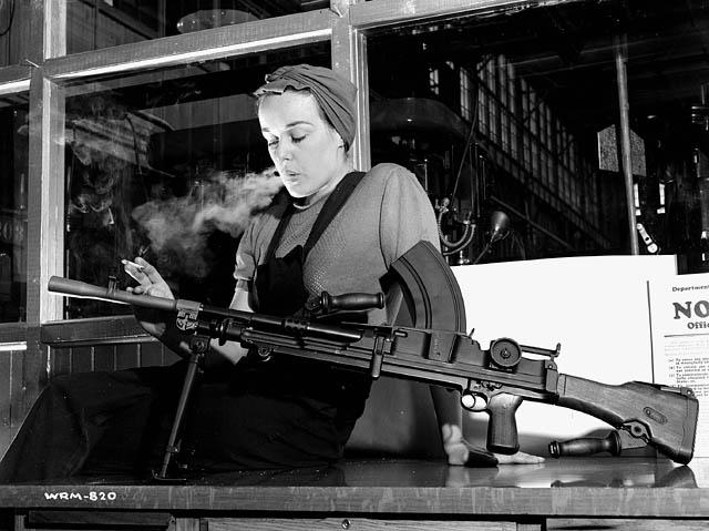 1943_UKVeronicaFoster-RonnieBrenGunGirl-smoke.jpg