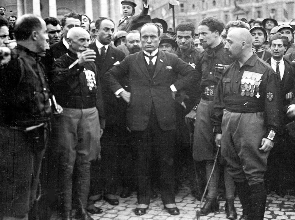 1922. Benito Mussolini egy 1922-es római fasiszta felvonuláson..jpg