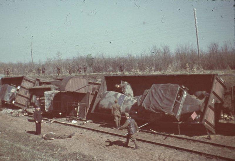 1943. Magyar hadiszerelvény elleni támadás eredménye. Helyszín és a pontos esemény ismeretlen..jpg