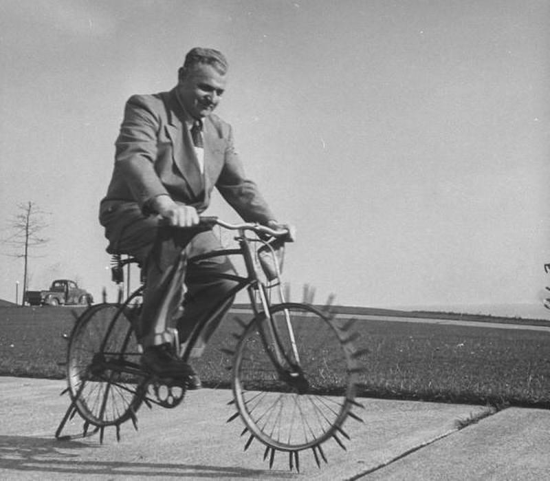 1948. USA. Jégkerékpár és feltalálója, Joe Steinlauf..jpg