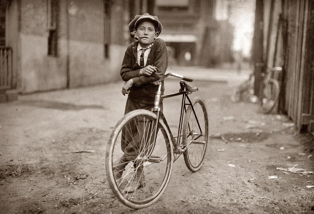 1908. Táviratfutár fiú a Mackay Telegraph Company-nál. Waco, Texas.jpg