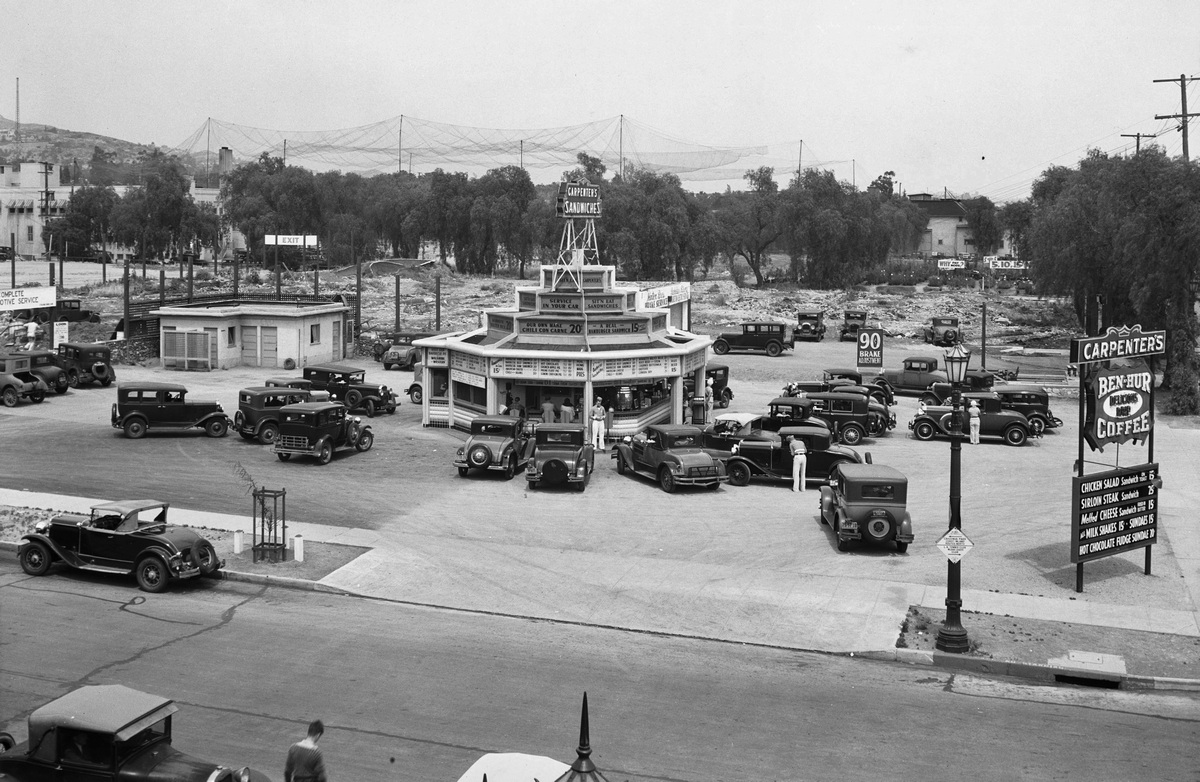 1932. Drive-In étterem a West Sunset Boulevarde-on Los Angelesben..jpg