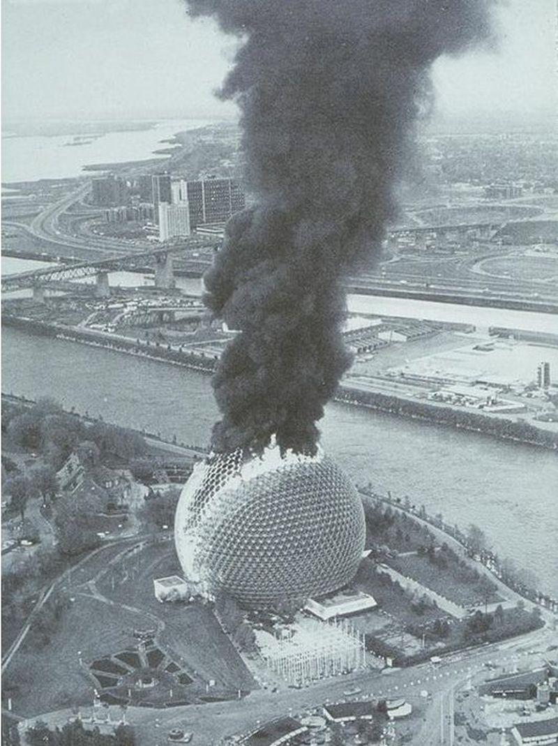 1976. A montreali Bioszféra Dome lángol. A 76-os világkiállítás utáni átalakítás közben történt a baleset, ezután 1990-ig zárva volt az intézmény..jpg
